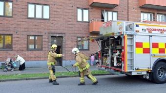Barnvagn brann i trapphus