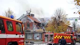 Kraftig takbrand i Svalöv