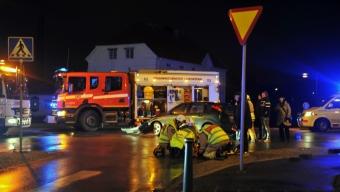 Två personbilar kollidera Mc Donalds