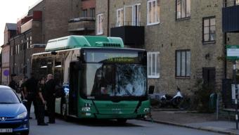 Moped kollidera med buss