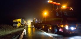Bärgningsarbetet efter lastbilsolyckan