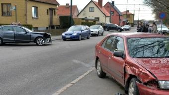 Två bilar kolliderade