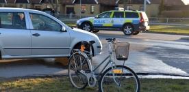 Påkörd cyklist allvarligt skadad