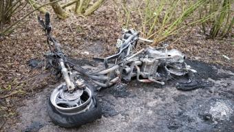 Mopedbrand bakom Västervångskolan