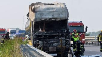 Lastbilsbrand orsakade långa köer