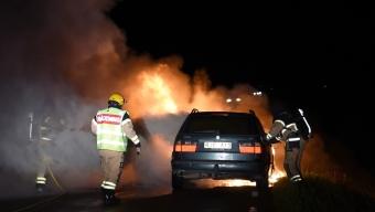 Förare flydde från brinnande bil