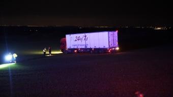 Lastbil körde ut på åker