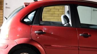 Bil beskjuten vid Karlslundstorget