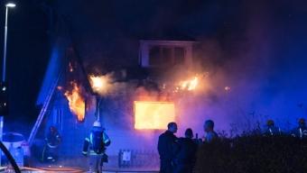 Två döda i kraftig villabrand