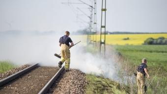 Gräsbrand längst tågspår