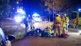 Allvarlig mc-olycka utanför brandstationen