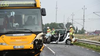 Kollision mellan buss och personbil