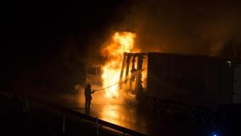 Kraftig lastbilsbrand stängde E6:an