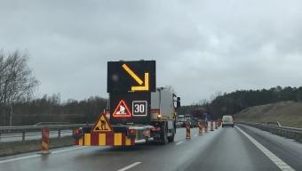 E6: Långa köer efter lastbilsolycka