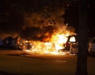Flera bilar i brand på Silvergården