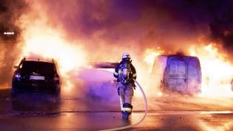 Två bilar förstördes i brand