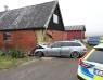 Bil har kört in i hus utanför Kågeröd