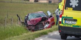 Våldsam trafikolycka mellan husbil och personbil