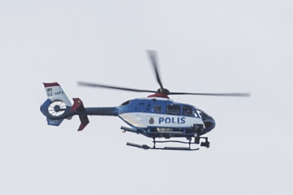 Polishelikopter lågt över Landskrona