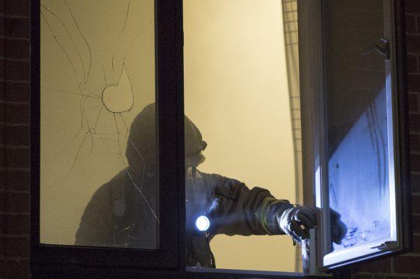 Brand på Seminarieskolan i Landskrona orsakades troligen av fyrverkeri. Väktare som upptäckte branden gjorde en första insats genom att kasta in en släckgranat.