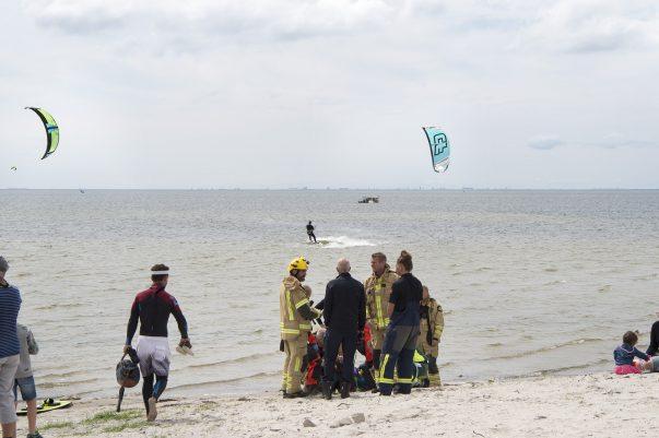 Kitesurfare i nöd. Fick räddas avytlivräddare från räddningstjänsten