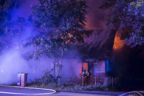 Strax efter midnatt larmades räddningstjänsten till en övertänd villa i byn Tågarp utanför Landskrona.