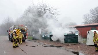 Brand i återvinningscontainer