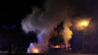 Kraftig brand i gasbuss