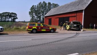 Traktor välte vid Saxtorp kyrka