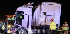 Kraftig lastbilsolycka på E6