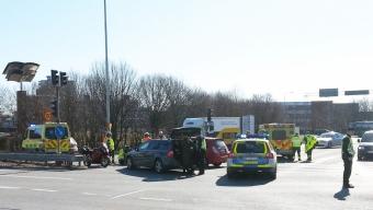 Personbil i kollision med mc