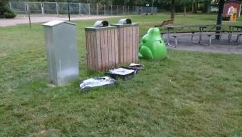 Eldade gummivikter i Karldslundsparken