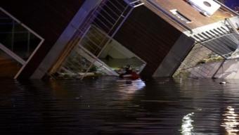 Stor husbåt har kantrat i Malmö