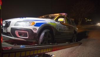 Polisbil körde på spikmatta