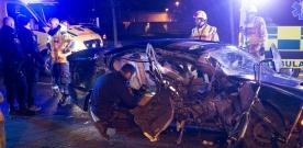 Personbil kraschade i hög hastighet
