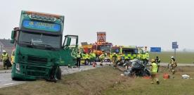Två döda i trafikolycka på väg104