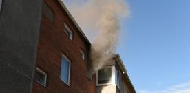 Kvinna omkom i kraftig lägenhetsbrand