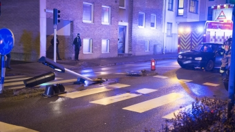 Bil körde ner trafikljus på Norra infartsgatan