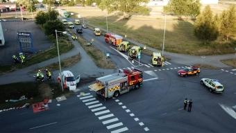 Sju till sjukhus efter trafikolycka