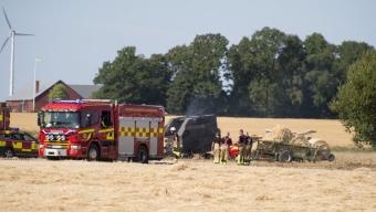 Brand i rundbalspress spred sig till fält