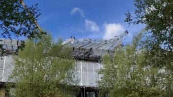 Delar av byggställning lossnade i vinden