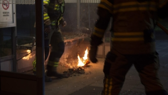 Brand i tidningar i busskur