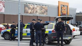 Två personer gripes efter stor polisinsats