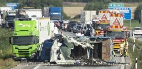 E6: Kraftfull kollision mellan två lastbilar